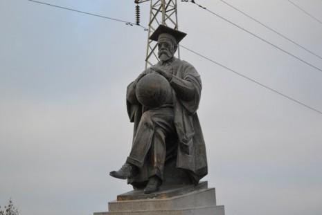 Памятник Владимиру Вернадскому в Тамбове