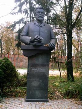 Памятник Владимиру Вернадскому в Полтаве