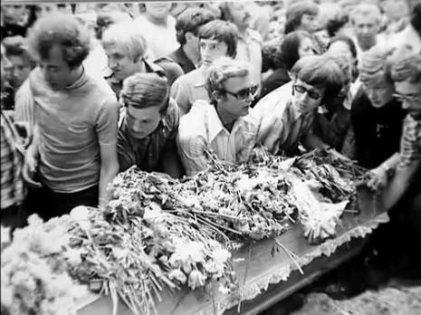 Фото з поховання Володимира Івасюка