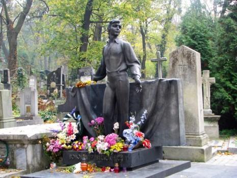 Могила Владимира Ивасюка