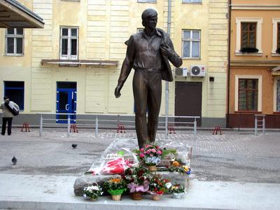 Памятник Владимиру Ивасюку во Львове