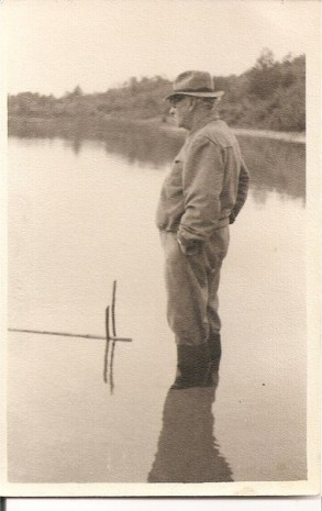 Рильський рибалить