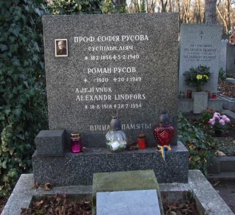 Могила Софии и Романа Русовых