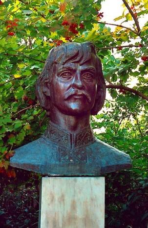 Памятник Ивану Миколайчуку в Чорторые