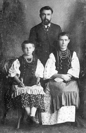 Грінченко з дружиною и донькою
