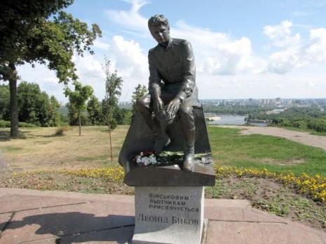 Пам'ятник військовим льотчикам в Києві