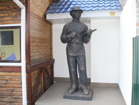 Пам'ятник Казимиру Малевичу в Конотопі