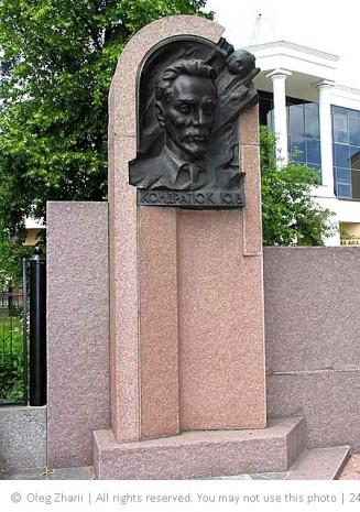 Памятник Юрию Кондратюку на космодроме Канаверал