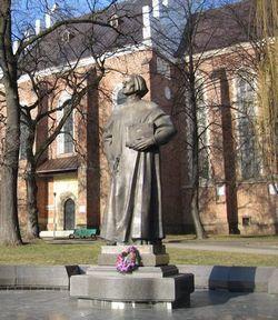 Памятник Юрию Дрогобычу в Дрогобыче Львовской обалсти